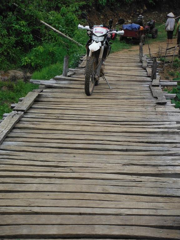 Laos-Xam Neua-Muang et-Motorcycle (58).JPG