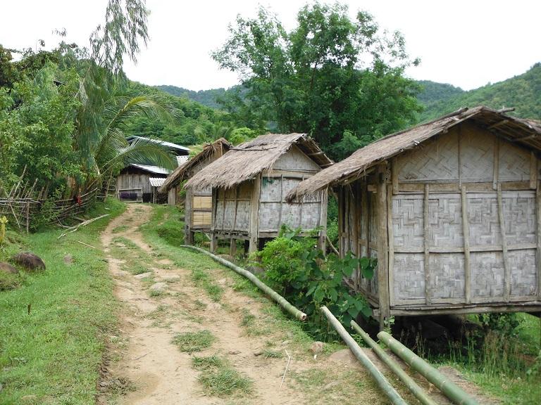 Laos-Xam Neua-Muang et-Motorcycle (61).JPG