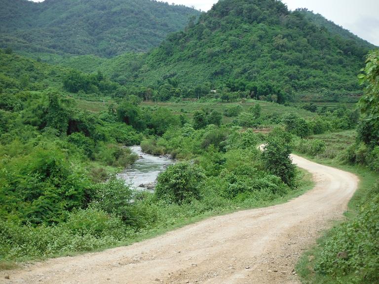 Laos-Xam Neua-Muang et-Motorcycle (62).JPG