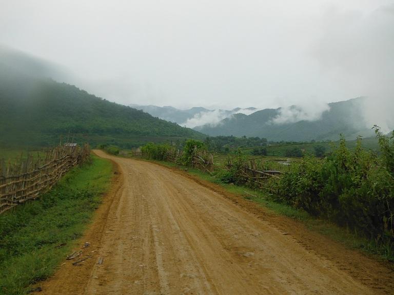 Laos-Xam Neua-Muang et-Motorcycle (7).JPG