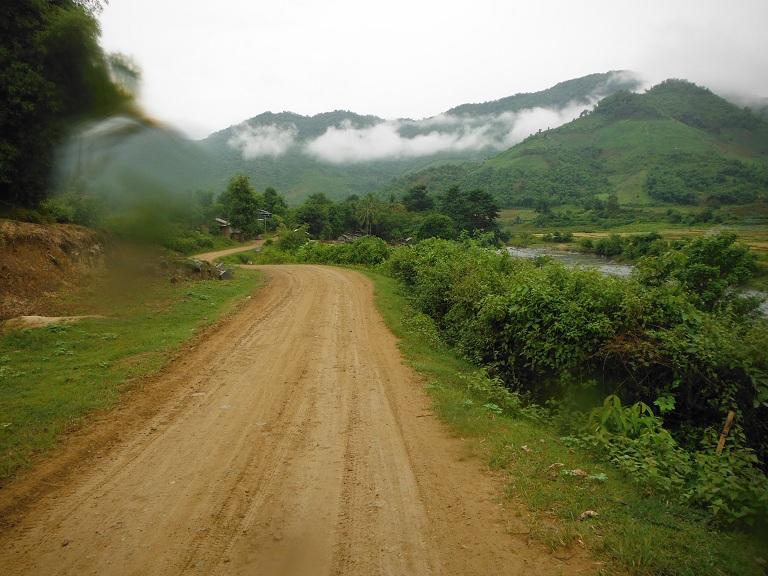 Laos-Xam Neua-Muang et-Motorcycle (8).JPG