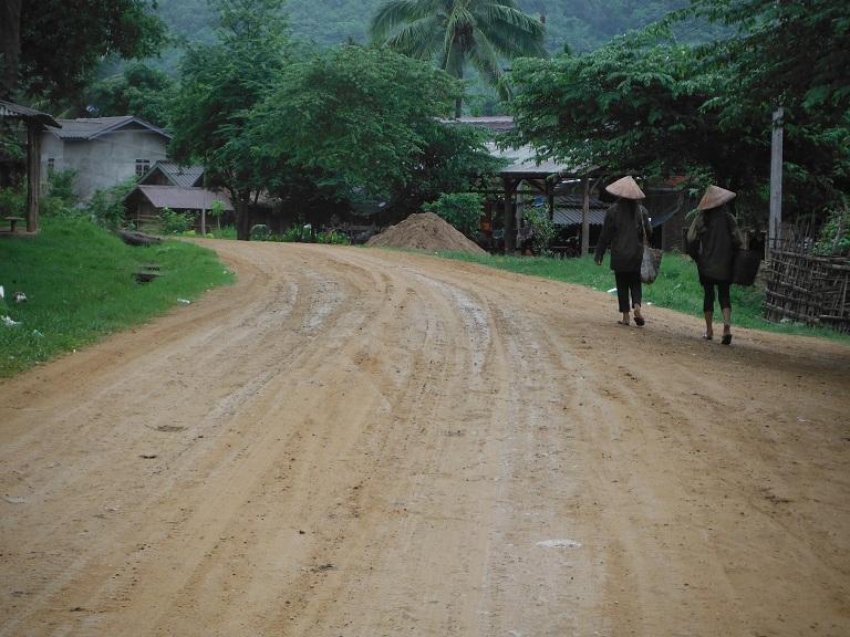 Laos-Xam Neua-Muang et-Motorcycle (9).JPG