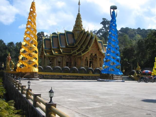 MaeAenPangHaeoride121206002.jpg /Temples and stupidity on bicycle trails....../Touring Northern Thailand - Trip Reports Forum/  - Image by:
