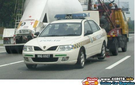 malaysian-police-car-towed.