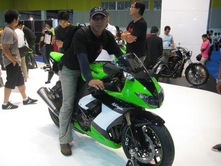 MaxOnZX10R.jpg /Ninja ZX-10R/Kawasaki Big Bikes Thailand/  - Image by: