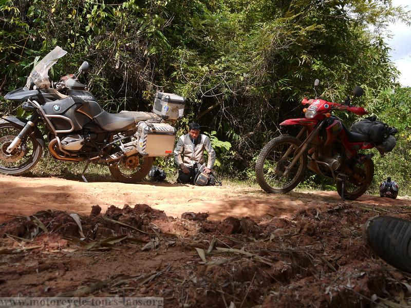 P1040191-L.jpg /A glimpse of Ho Chi Minh Trail/Laos Road  Trip Reports/  - Image by: