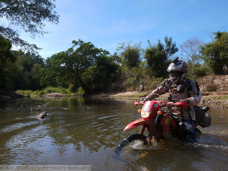 P1040216-L.jpg /A glimpse of Ho Chi Minh Trail/Laos Road  Trip Reports/  - Image by: