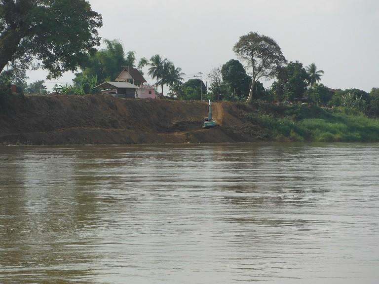 Pakxanlaos1.jpg /The new Pakxan – Bueng Kan bridge/Laos - General Discussion Forum/  - Image by: