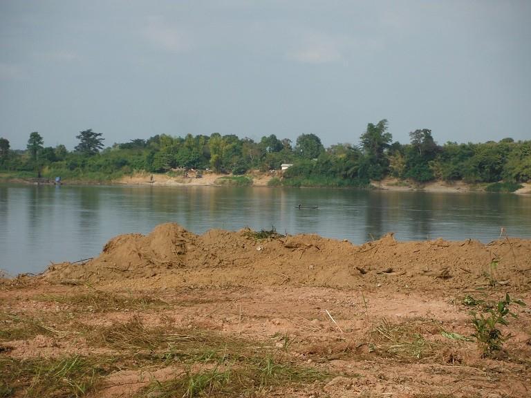 Pakxanlaos3.jpg /The new Pakxan – Bueng Kan bridge/Laos - General Discussion Forum/  - Image by: