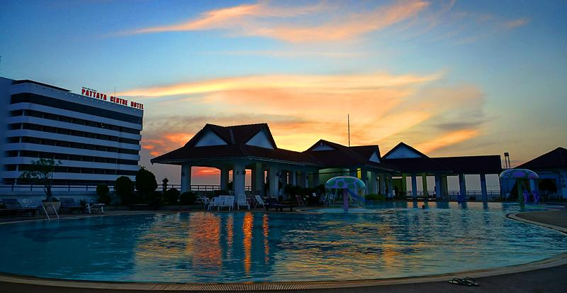 pattaya-mike-pool-night-05dd.jpg