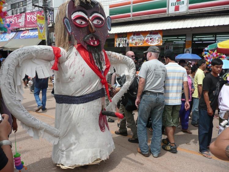 phi-ta-khon-dan-sai-parade-3.
