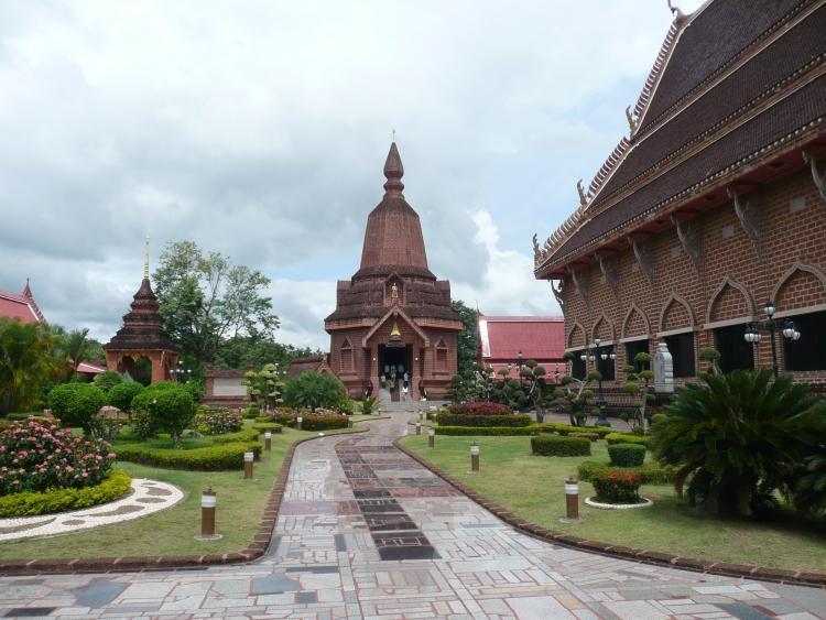 phi-ta-khon-dan-sai-temple-2.