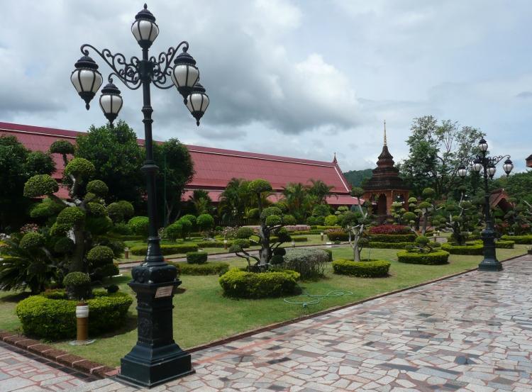 phi-ta-khon-dan-sai-temple-4.