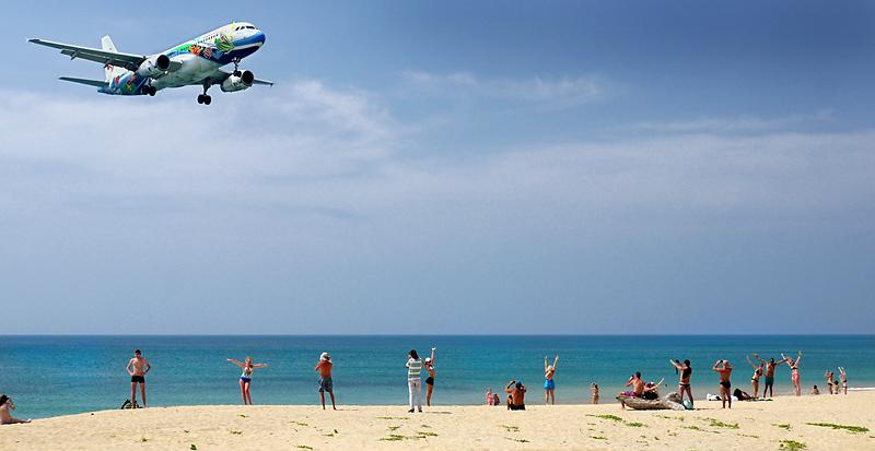 phuket-airport-mai-khao-beach-3dd.jpg