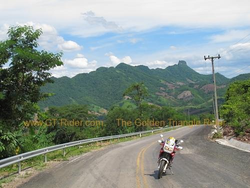 route-2331-the-phu-hin-rongkla-road-004.