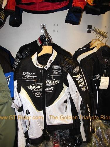 tachilkek-motorcycle-shop-009.jpg /Dainese  Alpine star riding gear in Tachilek/Northern Thailand - General Discussion Forum/  - Image by: