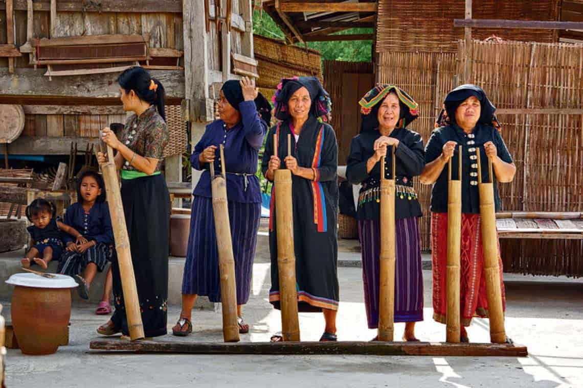 Tai-Dam-Tribe-People-Thailand-01.jpg