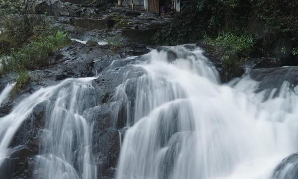 Thac-dalanta.jpg in Vietnam - The 10 Best Waterfalls from  DavidFL at GT-Rider Motorcycle Forums