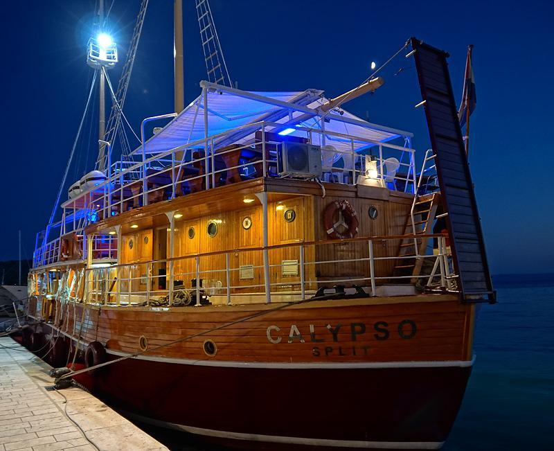tucepi-boat-restaurant.