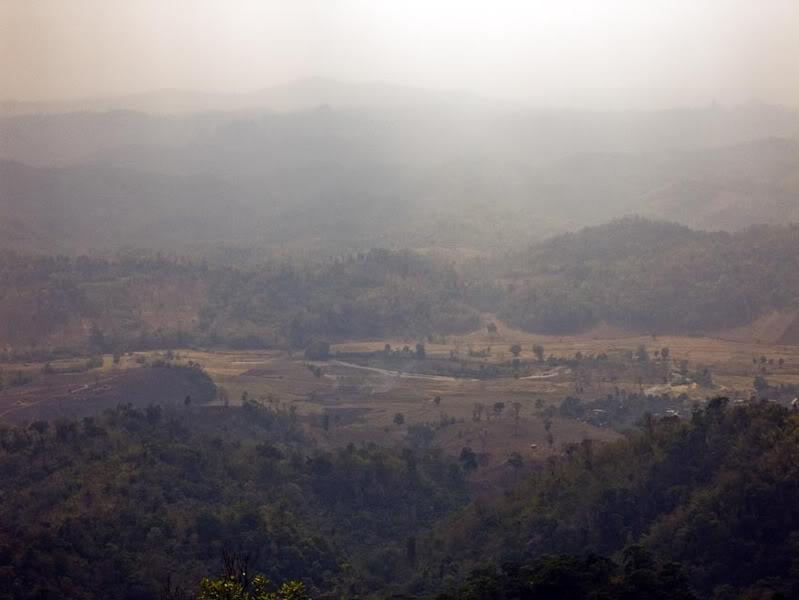 UmphangRoadViews2LR.jpg /Mae Sot Loop  on to Umphang/Touring Northern Thailand - Trip Reports Forum/  - Image by: