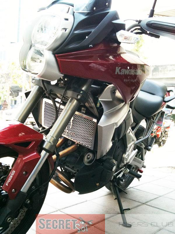 VersysCrashBungsLHSSR.jpg /Versys Aluminum Radiator Guard/Motorcycle Buy & Sell - S.E. Asia/  - Image by: