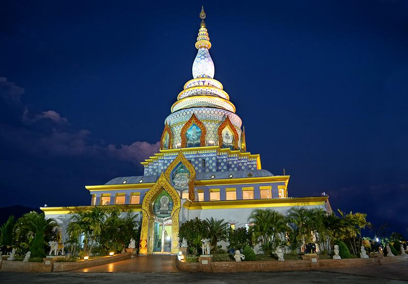 wat-thaton-by-night-1-small.